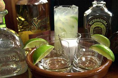 Ученые назвали алкогольный напиток, спасающий от страшных болезней!