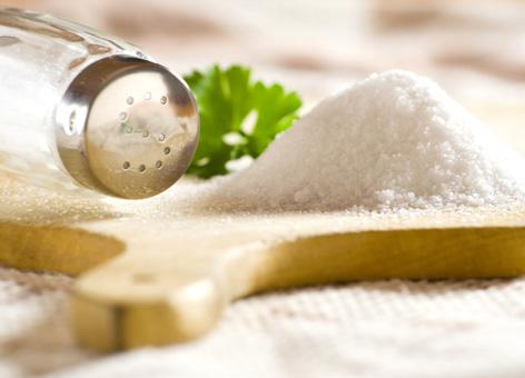 Почему люди солят еду?