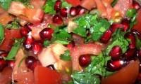 Салат с гранатом и помидорами
