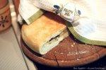 Фокачча с сыром, оливками и базиликом