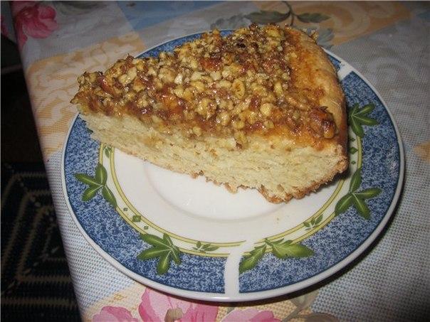 Творожный пирог с медом и орехами