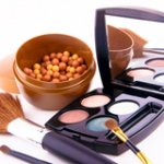 Сколько раз в день представительницы прекрасного пола оценивают свою внешность в зеркале