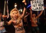 FEMEN атаковали Давосский экономический форум.