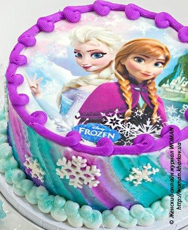 Торт с вафельной картинкой сверху.